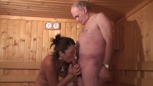 Young french amateur goes in for pussy sex