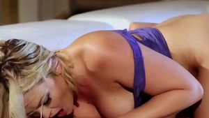Big butt lesbo got her pussy smashed