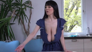 Babe Hitomi Tanaka striptease in shower