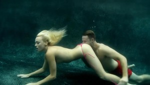 Tattooed couple in the swimsuit reality 69 underwater