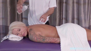 Bimbo tattooed pornstar Lolly Ink massage in HD