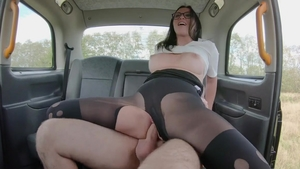 Gaping in taxi next to babe Alisya Gapes