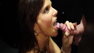 Busty Syren De Mer agrees to squirting