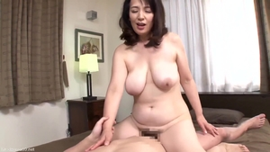Hairy japanese stepmom bends to get fucked