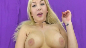 Huge tits babe lusts pussy sex