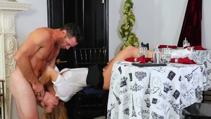 Blonde Britney Amber feels in need of blowjobs