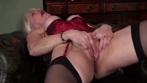 Big butt tender MILF Margaret Holt hardcore handjob