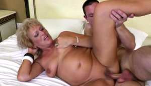 Dirty mature has a passion for pussy fucking HD