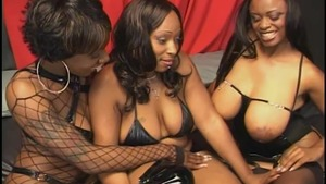 Skyy Black in sexy lingerie & Kelly Star threesome